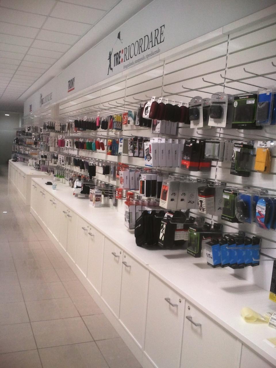 Punto vendita trony asola mn zetadesign contract arredamento brescia mobili su misura - Brescia mobili torino ...