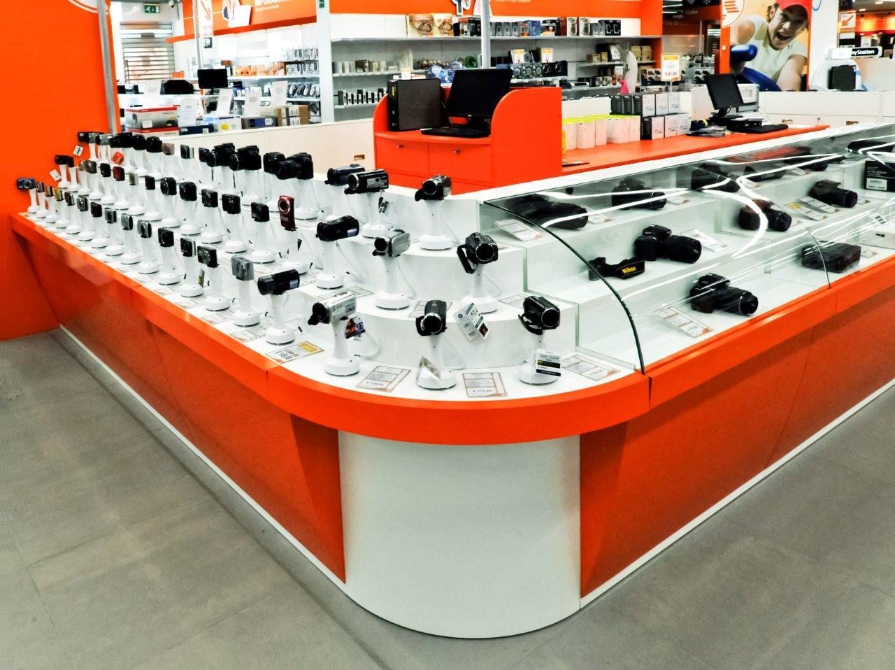 Expert merate lc zetadesign contract arredamento for Arredamento brescia